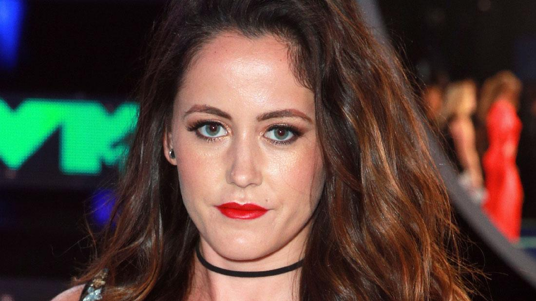 Jenelle Evans Poses With Baby Chick After Dog Death