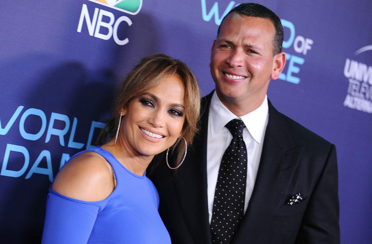 J-Lo & A-Rod pose on the red carpet.