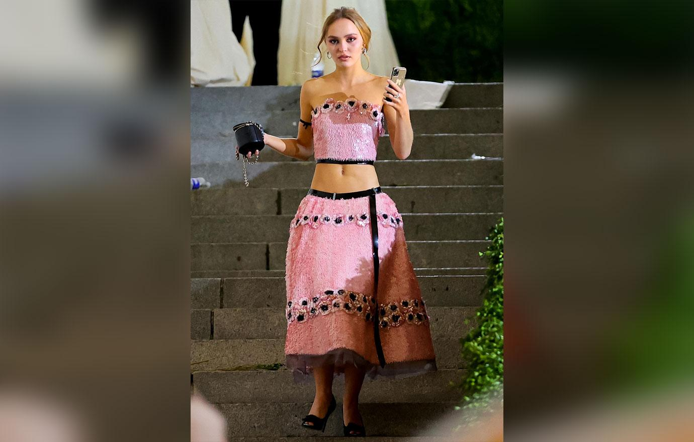 johnny depp daughter lily nyc photos no bra defamation lawsuit amber heard