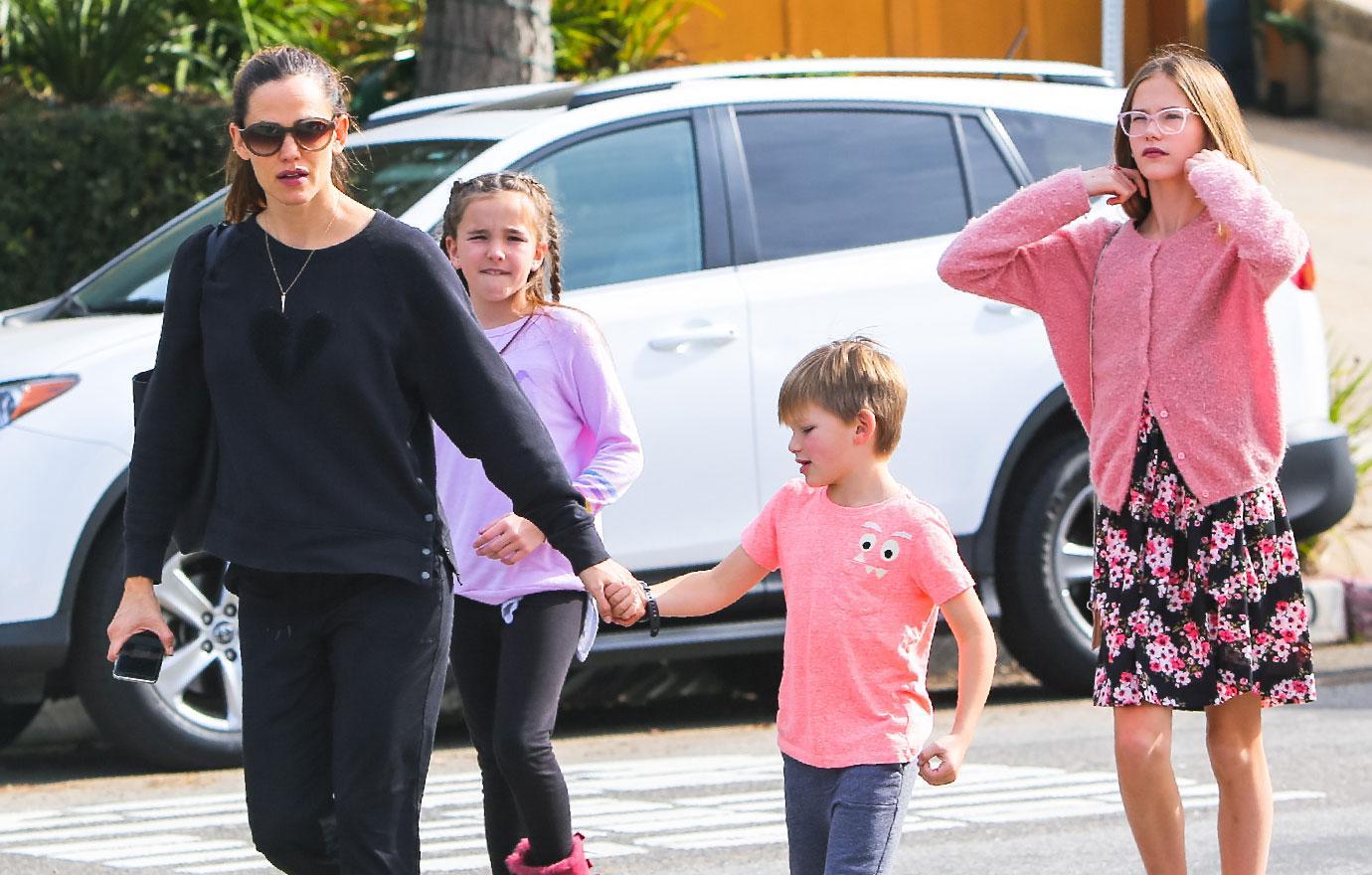 Jennifer Garner Out With Kids In Los Angeles