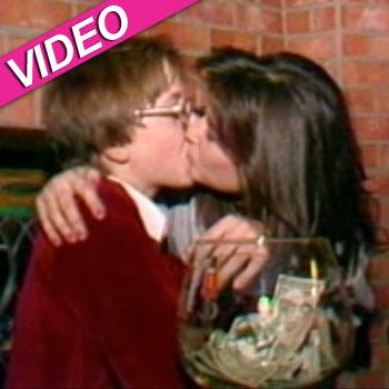 //demi moore kiss  year old et