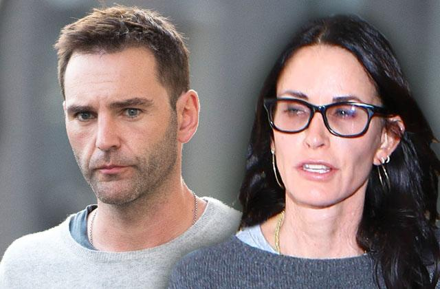//courteney cox johnny mcdaid wedding plans fight pp
