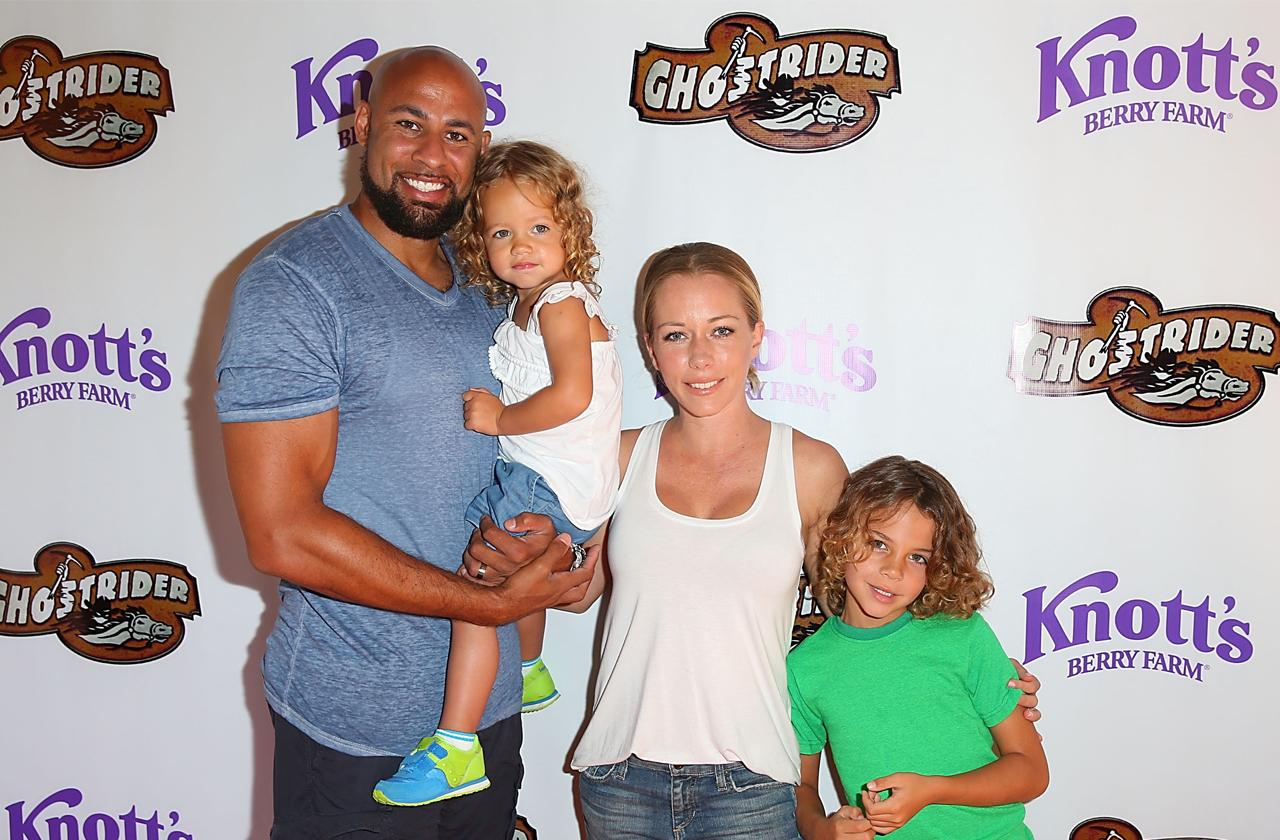 //kendra wilkinson hank baskett reunite kids soccer pp