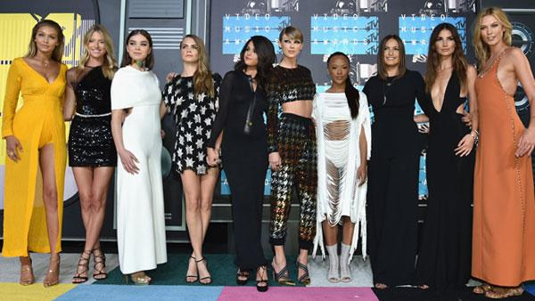 MTV VMAs Red Carpet 2015 Kylie Jenner Miley Cyrus