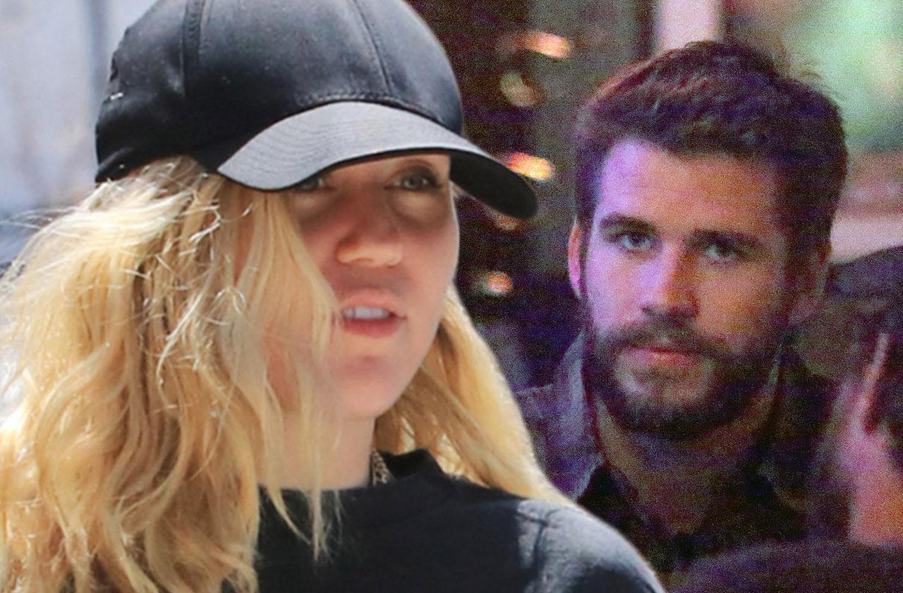 Miley Cyrus Liam Hemsworth Are On The Rocks
