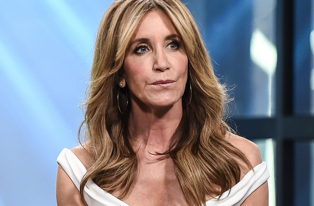 felicity Huffman paid proctor take college admission exam