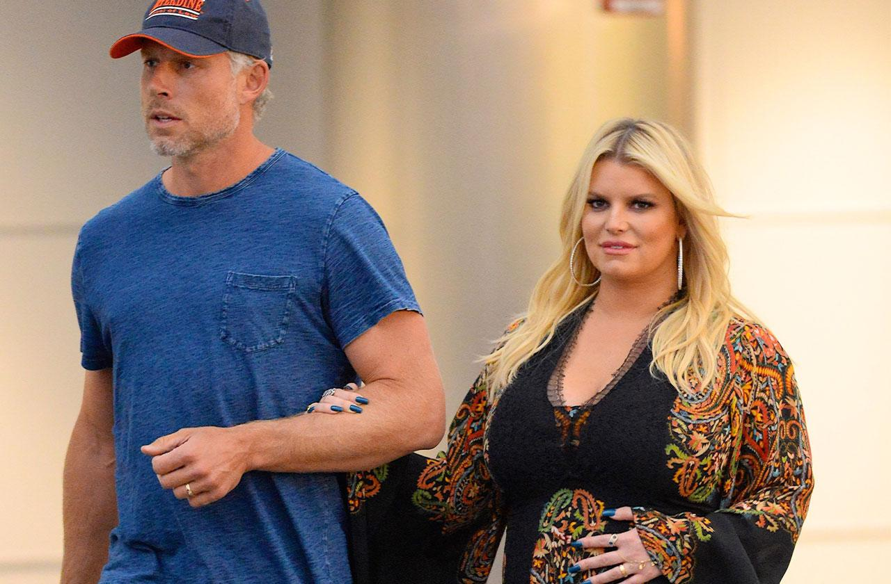 Pregnant Jessica Simpson Chows Down On BBQ