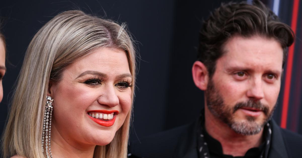 kelly clarkson ordered to pay dollar mont pp