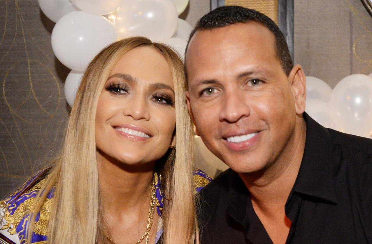 Fans Go Crazy After Jennifer Lopez Flashes Giant Diamond Ring While With Alex Rodriguez At World Series