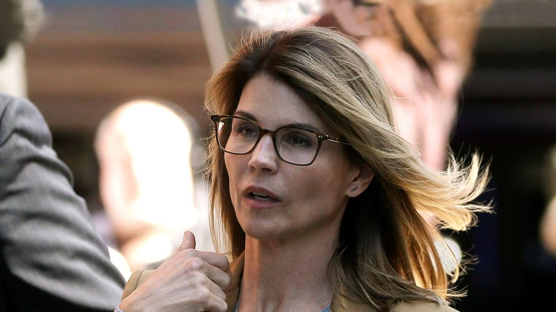 Lori Loughlin Looking Upset Outside Court As She Is Hit With New Charge In College Admissions Scandal