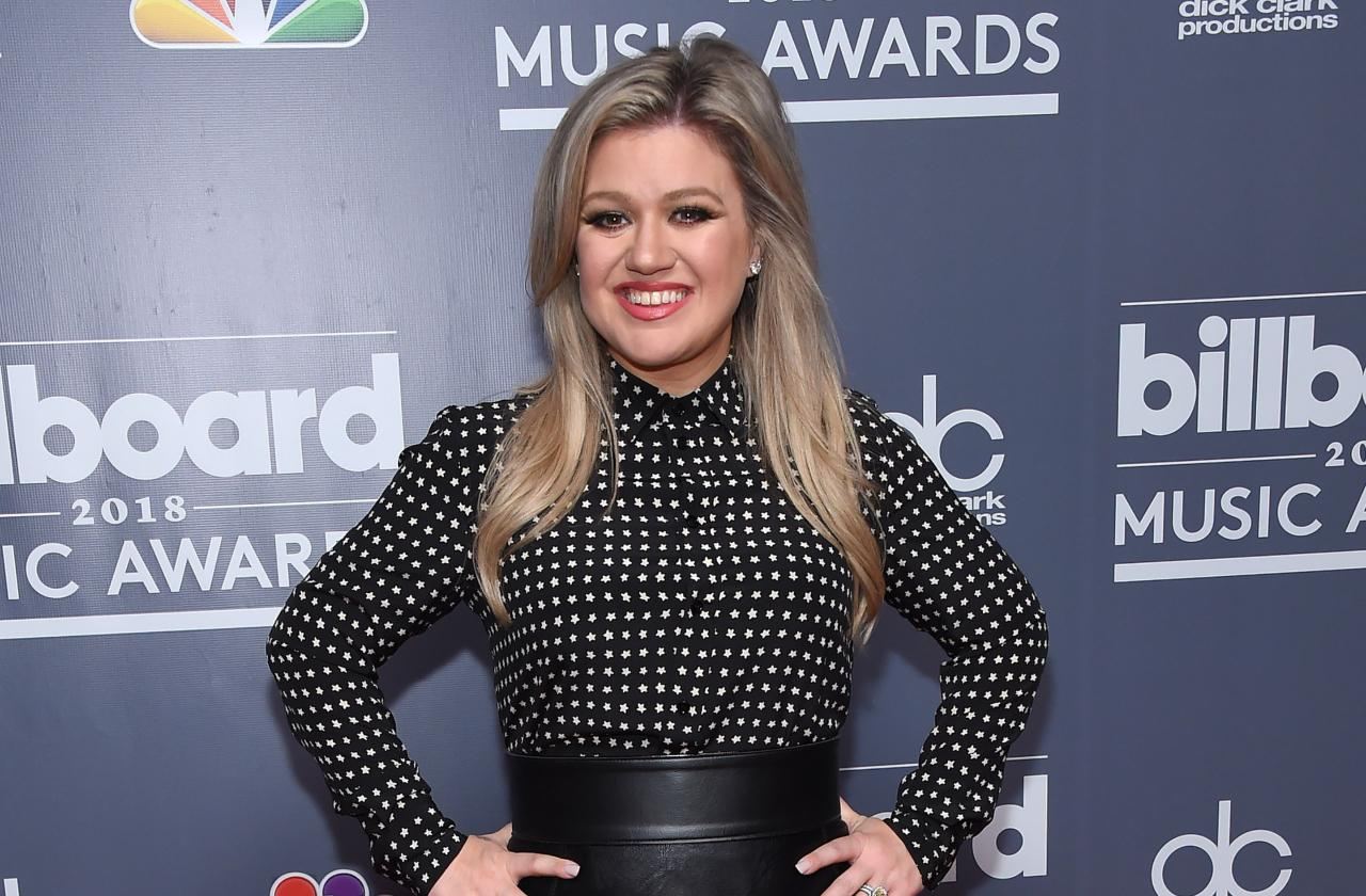 Kelly Clarkson poses at a billboard music event