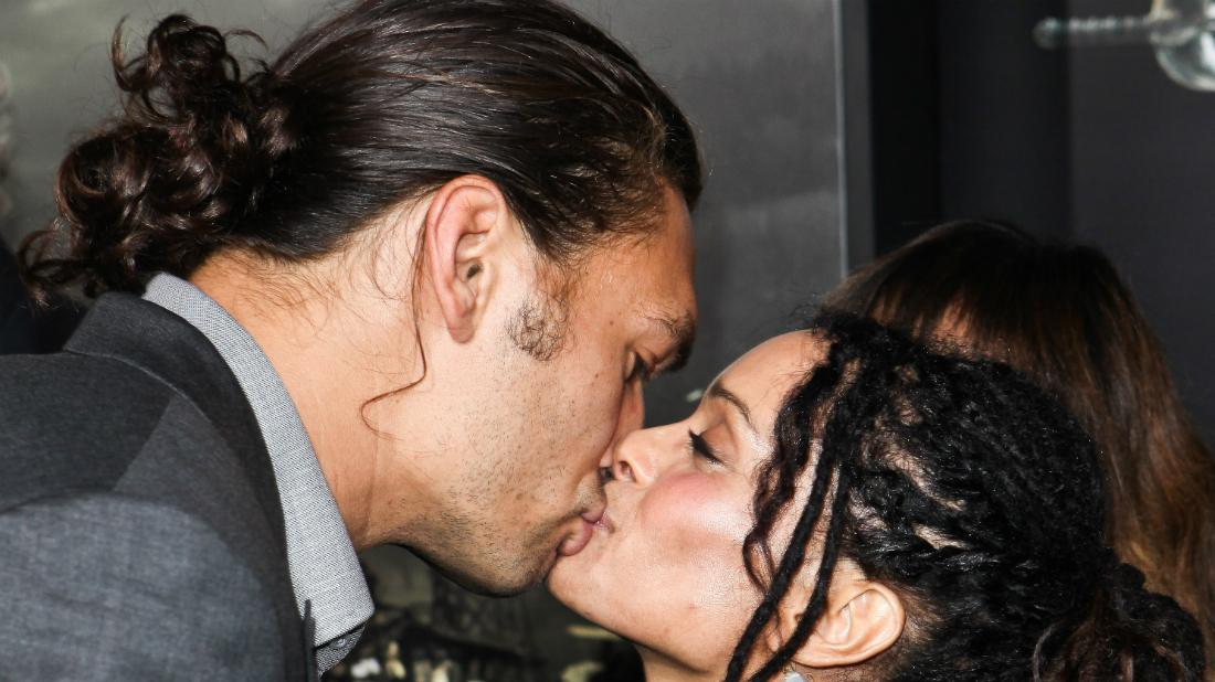 Lisa Bonet and James Momoa share a romantic moment on a red carpet premiere.