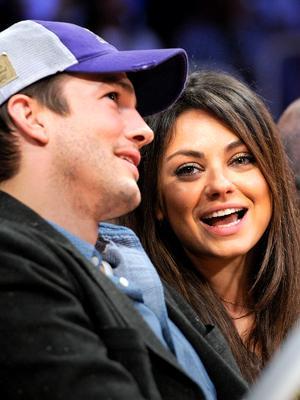 //ashton kutcher mila kunis girl pregnant expecting