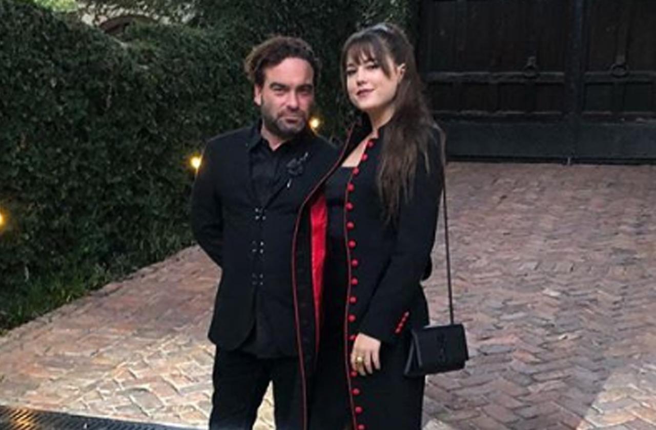 //Big Bang Theory Johnny Galecki Dating Model Alaina Meyer pp