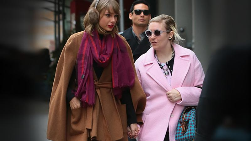 //Taylor Swift and Lena Dunham Hold Hands
