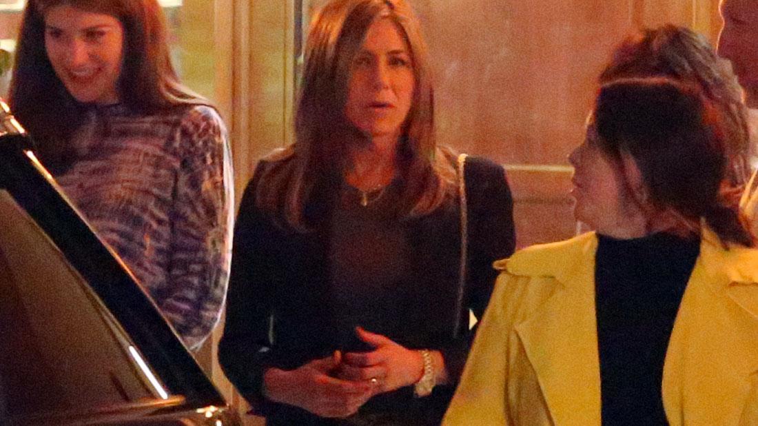 Jennifer Aniston Has Friend Dinner Amid Memoir Reveal