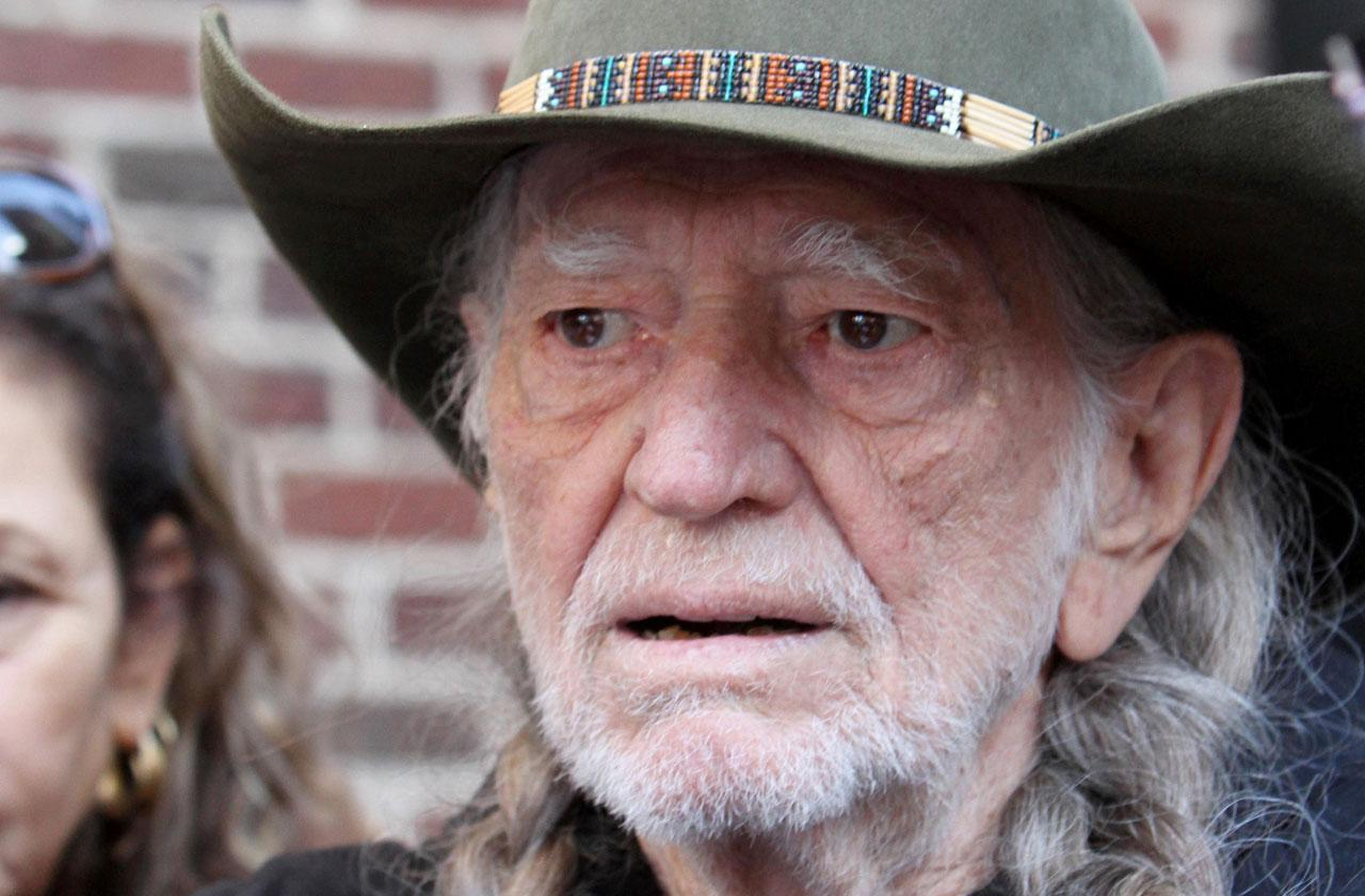 Willie nelson too ill