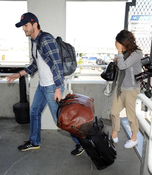 Ashton Kutcher Mila Kunis Baby Bump LAX