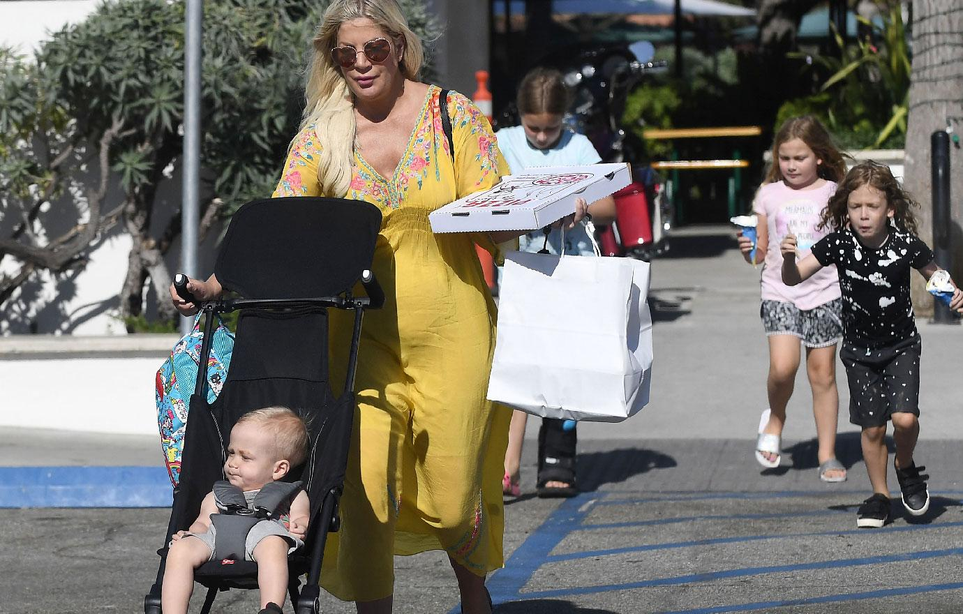 Tori Spelling Takes Kids For Pizza And Ice Cream In Malibu