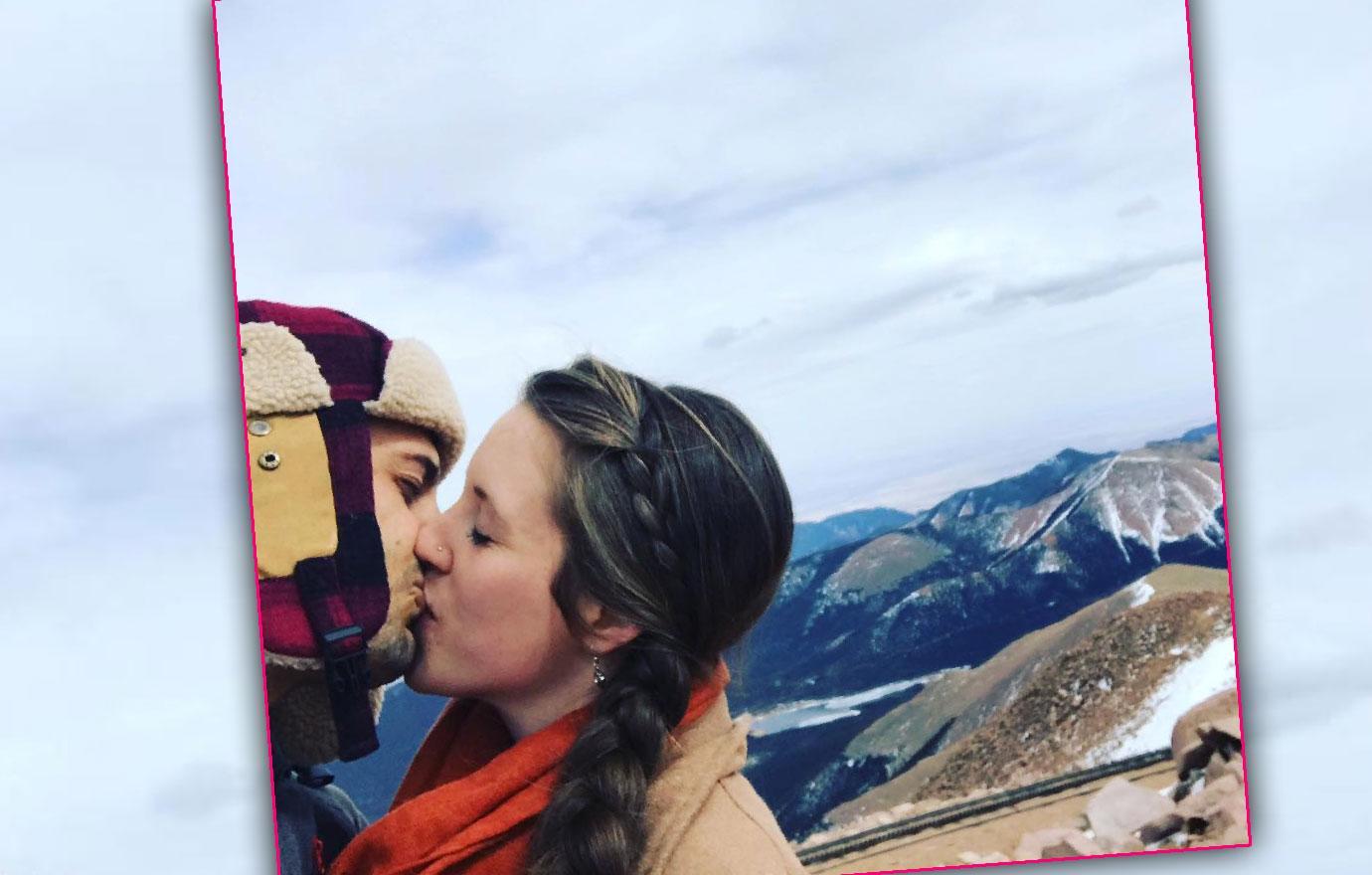 Derick Dillard Jill Duggar Get High On Love Mountain Climb Kiss
