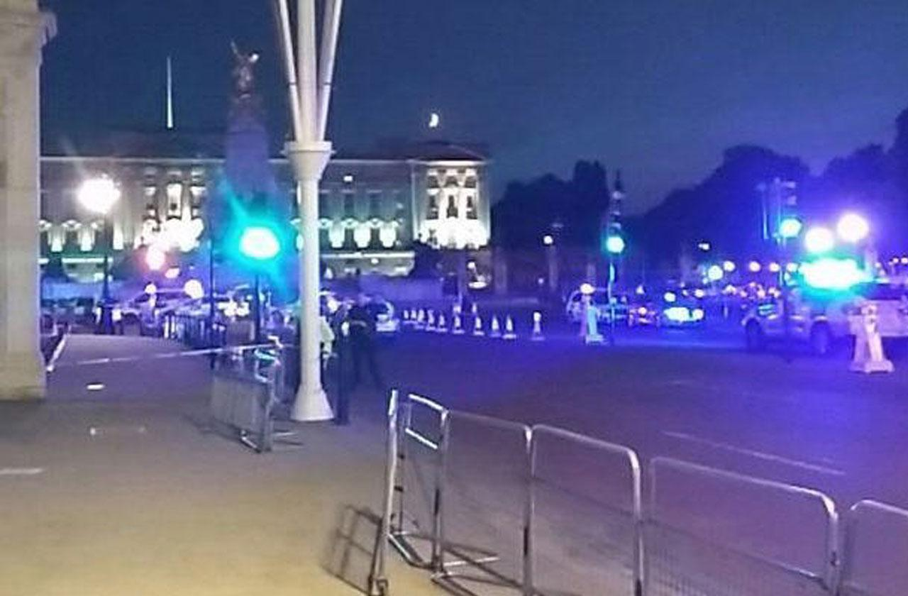 Police Officers Attacked Outside London' Buckingham Palace