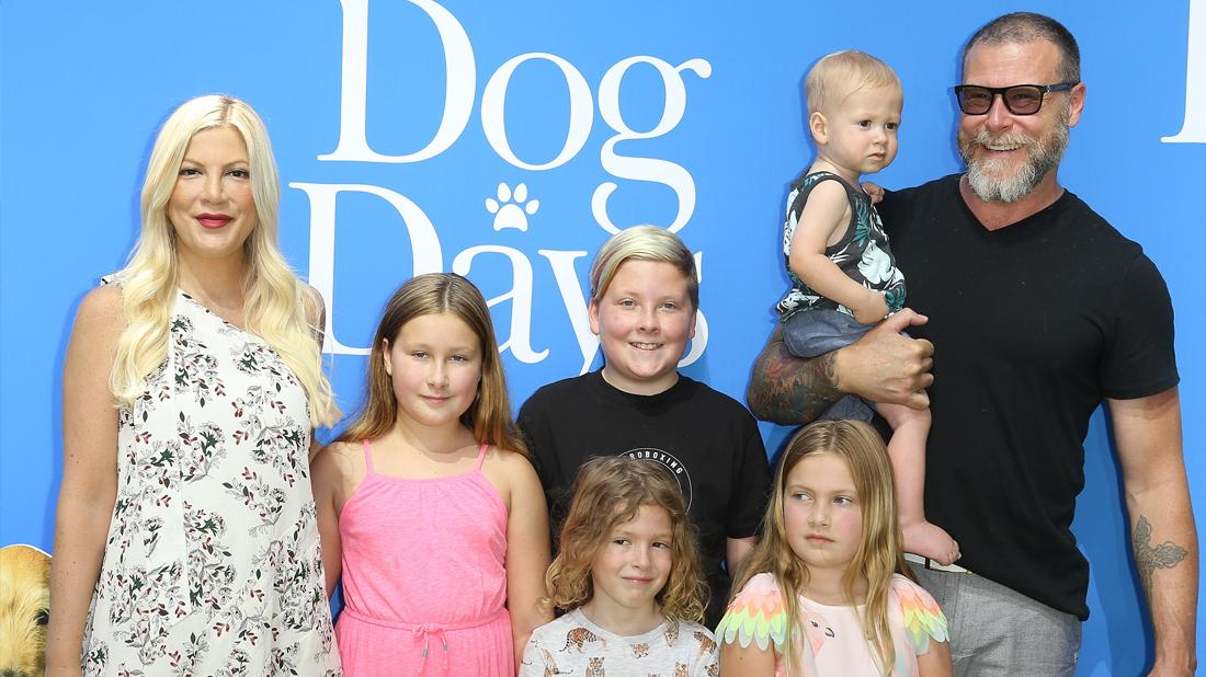 Tori Spelling Dean McDermott Smiling With Their Children