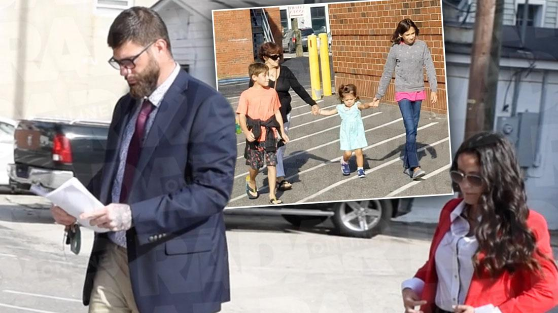 Jenelle & David Walk Into Court With Kids