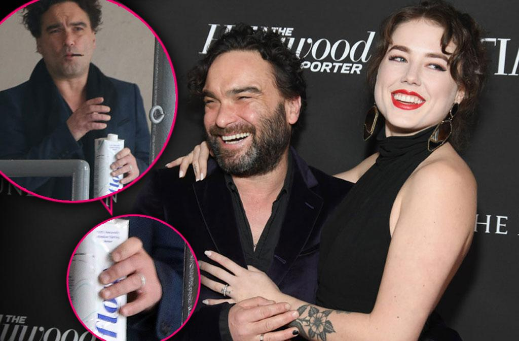 Big Bang Theory Johnny Galecki Asks Younger Girlfriend Dad Hand In Marriage