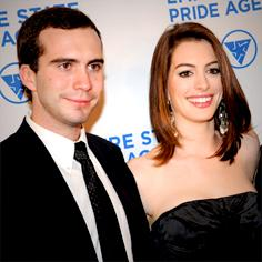 //tom hathaway anne brother slips pregnant news