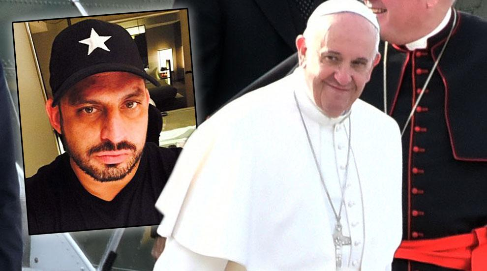 //pope francis knife ex firefighter arrested jfk airport