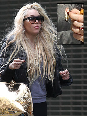//amanda bynes new york cigarette