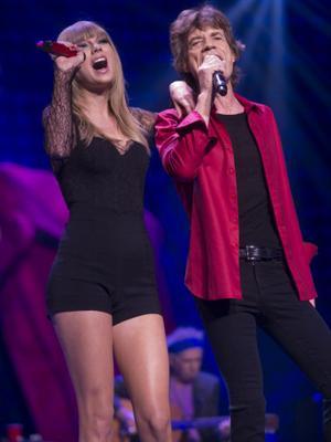 //mick jagger gets close hot young pop stars