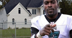 //michael vick house dogs