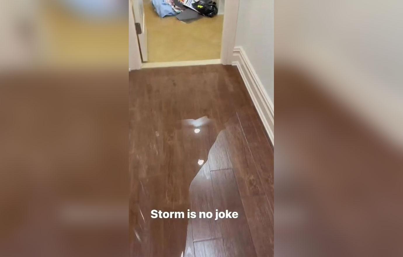 cardi b mostra que a casa dela foi inundada