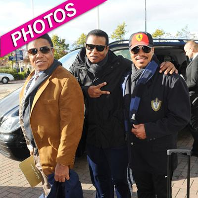 //jacksons arrive in cardiff