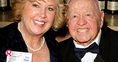 //mickey rooney body wont rest in peace square