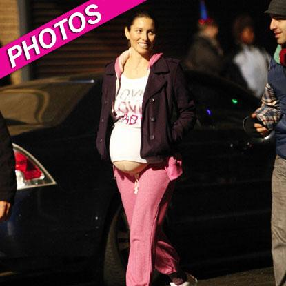 //jessica biel fake baby bump fame