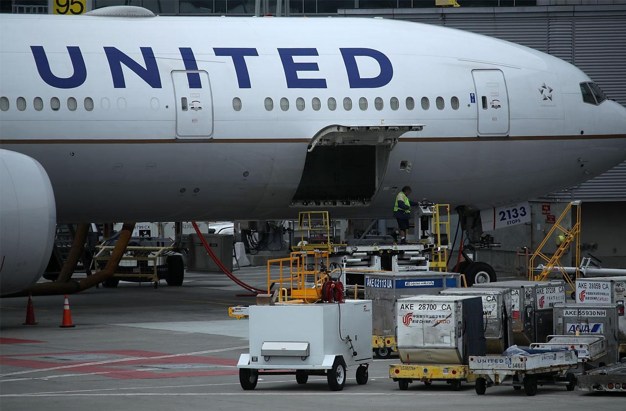 //United Apologizes Drunk Stoned Flight Attendant pp