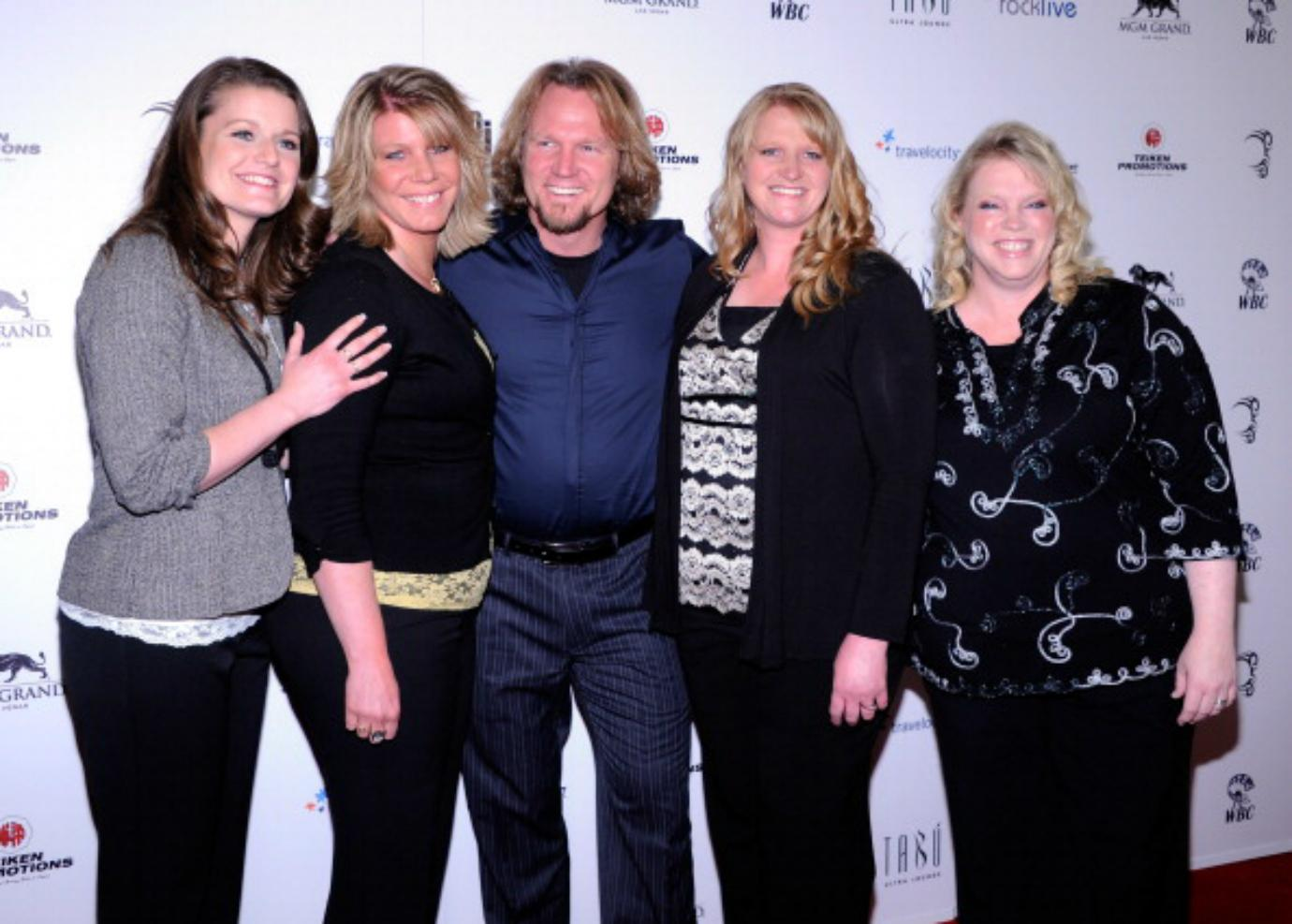 The cast of 'Sister Wives' poses on the red carpet