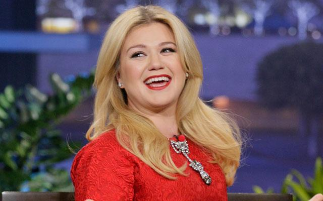 //kelly clarkson gives birth second child son pp