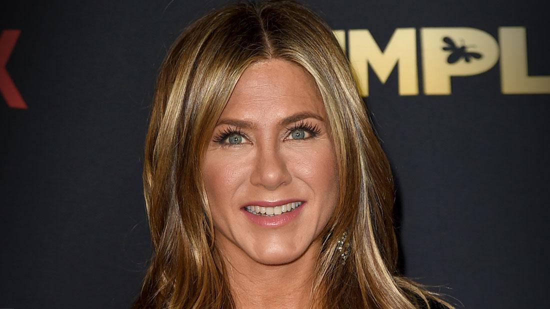 Jennifer Aniston To Go Head To Head With Demi Moore in Tell All Book Challenge