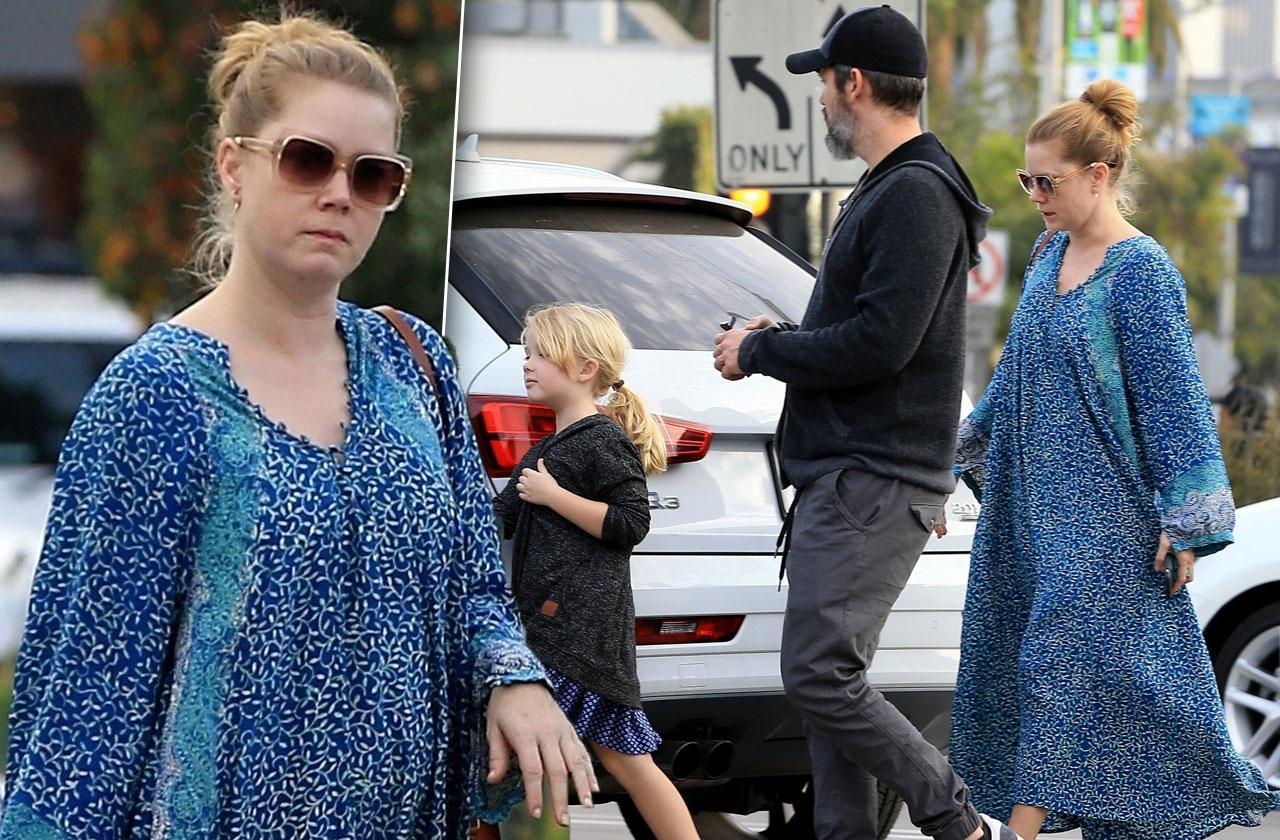 Amy Adams Pregnant Baby Bump Photos