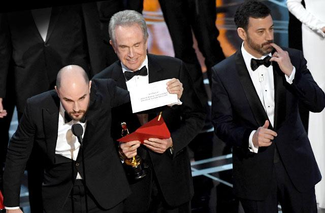 //Oscars Envelope Best Picture Mess Up