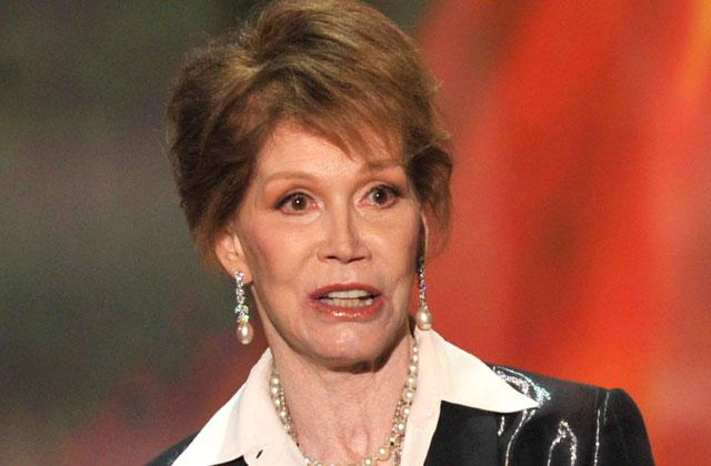 //mary tyler moore dead legend hospitalized