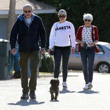 Amanda Bynes walks with her parents