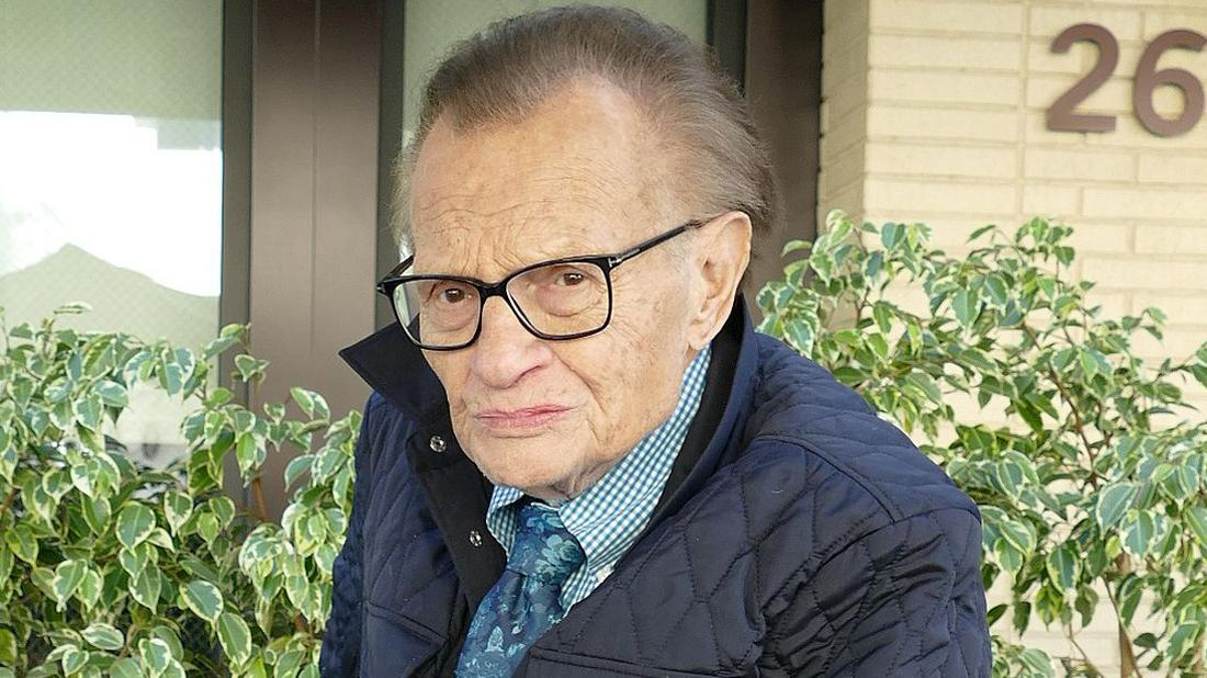 Larry King Hospitalized After Surgery