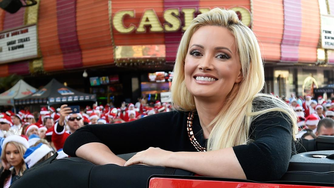 Holly Madison Off Man Ban And Back On The Dating Scene After Divorce From Ex Pasquale