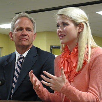 //elizabeth smart talks missing woman