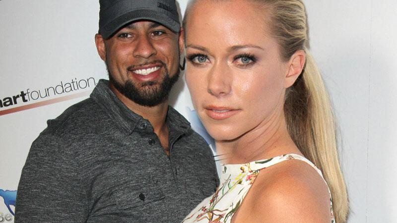 //kendra wilkinson hank Baskett matt leinart celebrity bowl