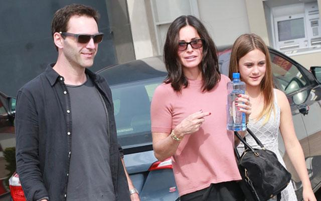 //courteney cox johnny mcdaid engagement reunite easter